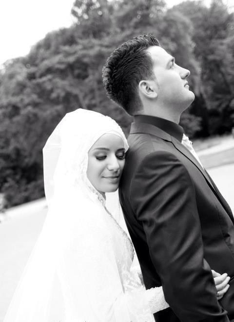 http://islamicartdb.com/wp-content/uploads/2012/12/newly-wed-muslim-couple.jpg
