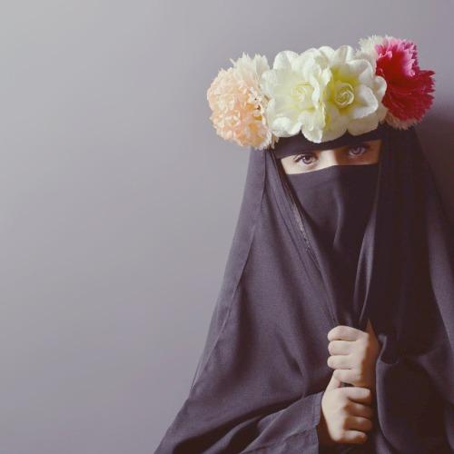 A chechen hijabi woman masturbating in webcam - 3 1